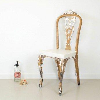 Volver al origen: transformar una silla quitando pintura