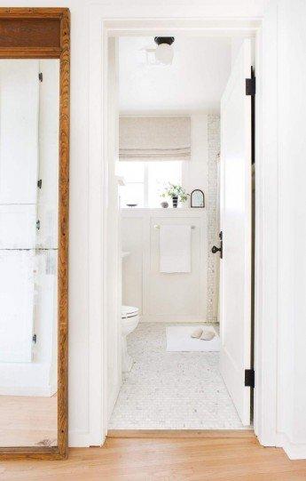 Antes y después de la reforma de un baño pequeño