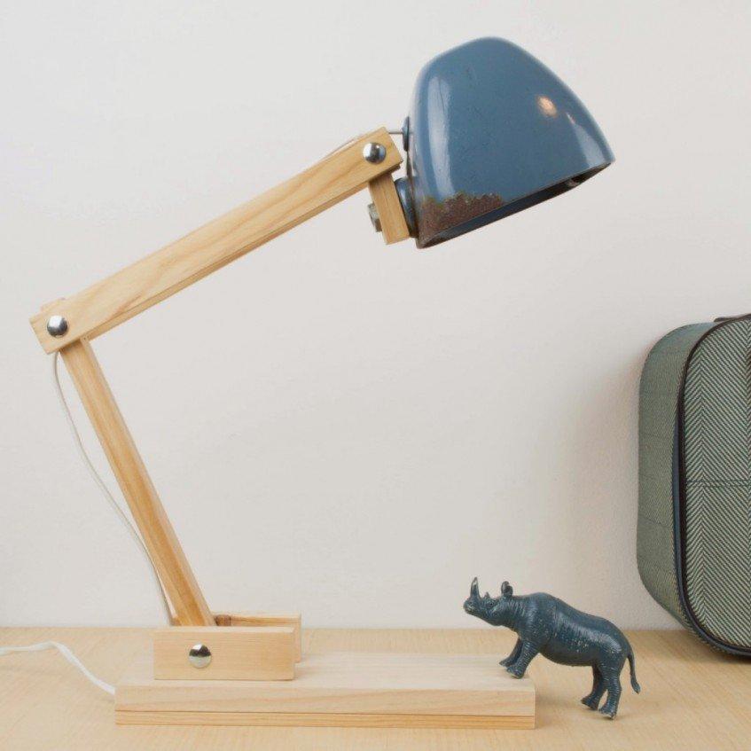 Cómo hacer una lámpara de escritorio con un faro de tractor viejo