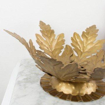 Antiguo centro de hojas de acanto