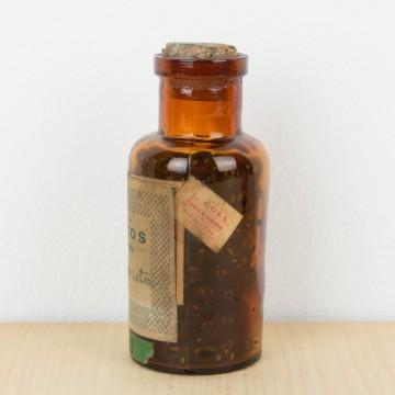 Botellas antiguas de la Farmacia Marcos