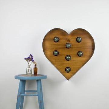Corazón iluminado de madera