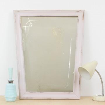 Antiguo espejo en rosa empolvado