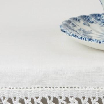 Pequeño mantel artesanal blanco