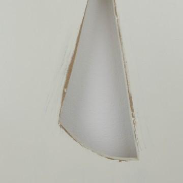 Letra A de madera en blanco roto