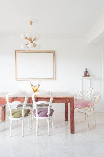 Cambios en nuestro comedor: las preciosas sillas estilo Bertoia en dorado
