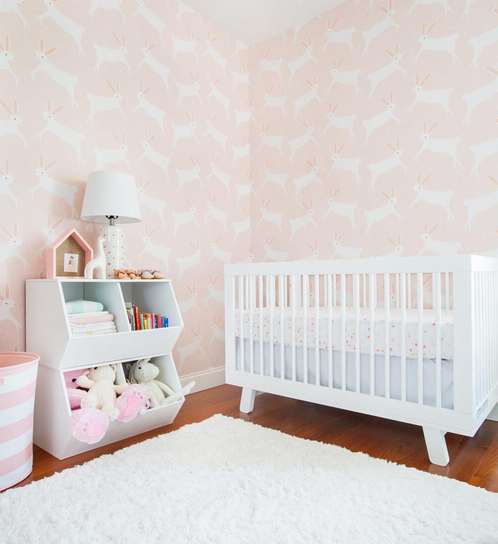Cómo decorar la habitación del bebé en rosa y blanco   Get the Look