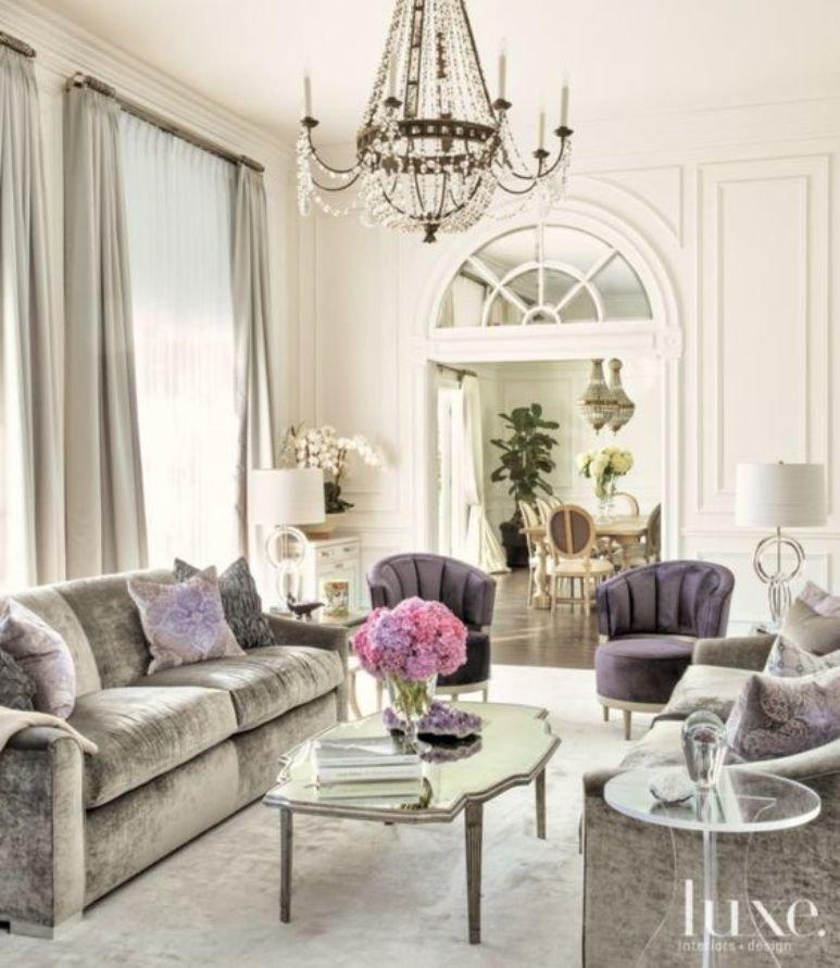 Una casa de estilo Hollywood regency y toques parisinos