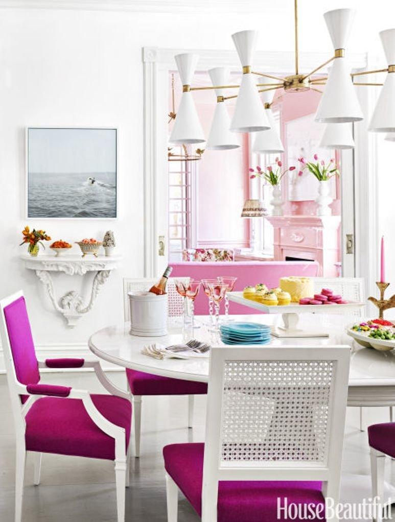 Una casa brillante con alma rosa