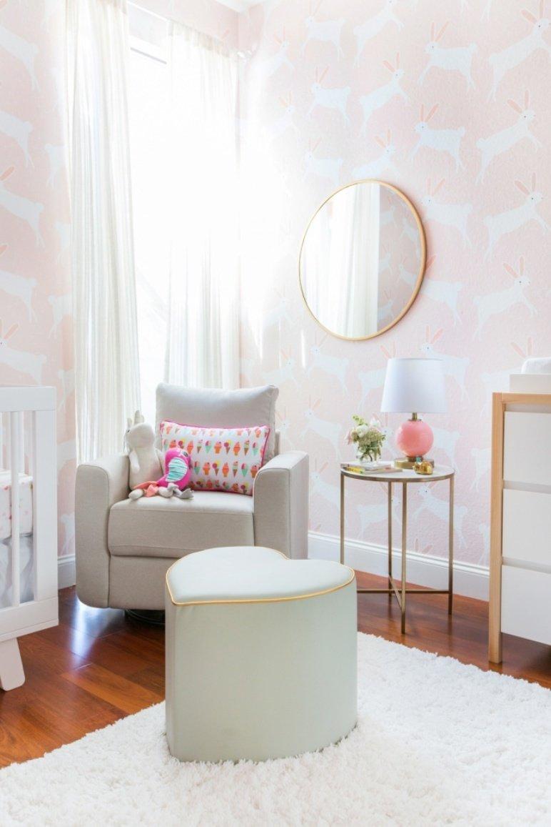 Cómo decorar la habitación del bebé en rosa y blanco