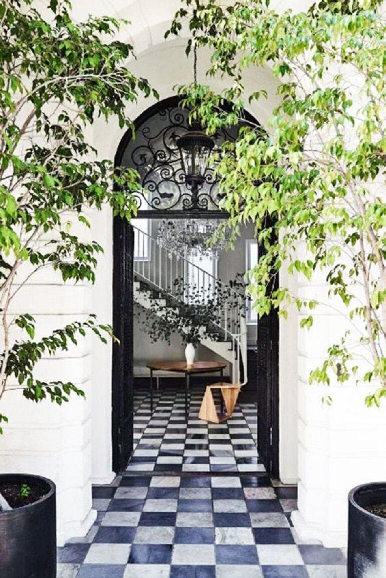 7 motivos por los que desearás una puerta de entrada negra