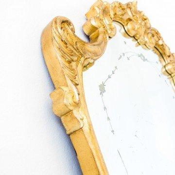 Cornucopia francesa con decoración
