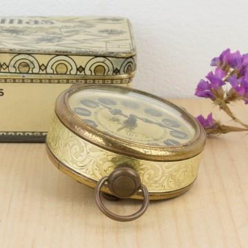 Antiguo reloj despertador dorado