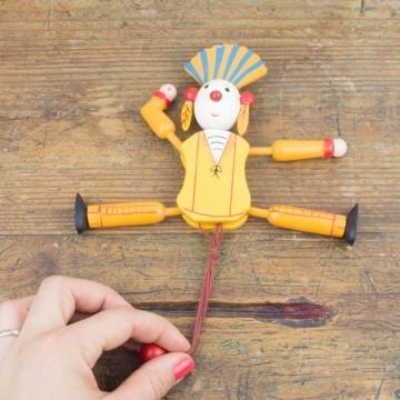 Antiguo muñeco articulado de mandera