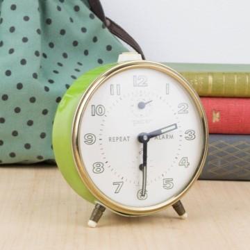 Reloj despertador verde lima