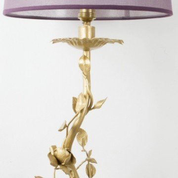 Lámpara de pie dorada de hierro forjado