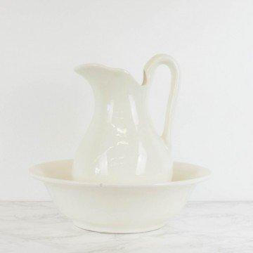 Palangana y jarra de loza blanca