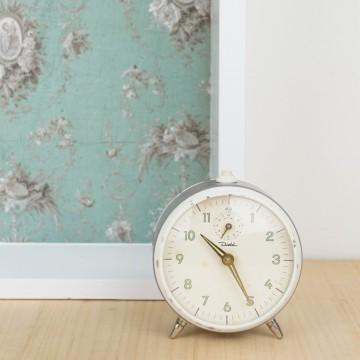 Reloj despertador vintage color gris