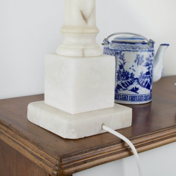 Lámpara de sobremesa de mármol blanco