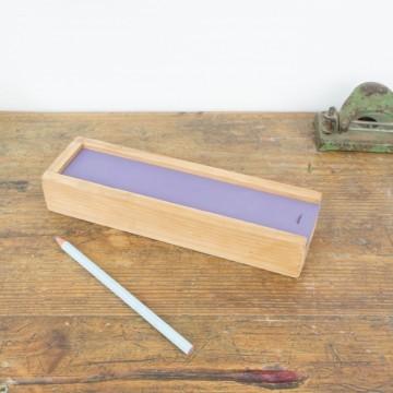 Plumier antiguo pintado en lila