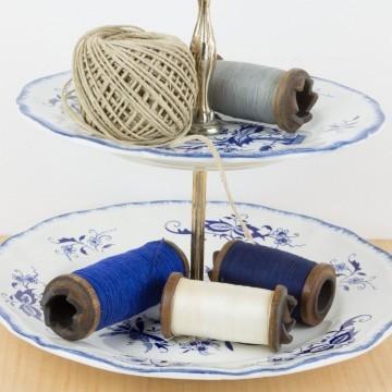 Expositor de dos niveles en porcelana inglesa