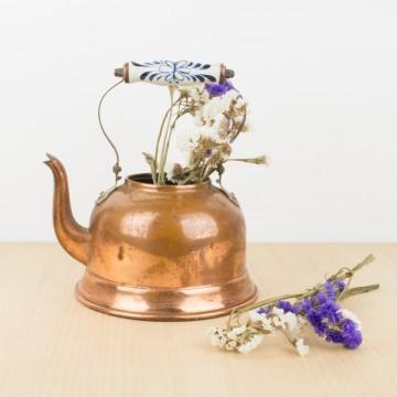 Antigua tetera de cobre