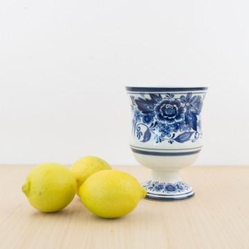 Recipiente de loza en blanco y azul