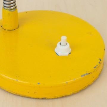 Lámpara flexo amarilla