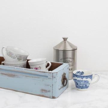 Antiguo cajón de mueble de máquina de coser
