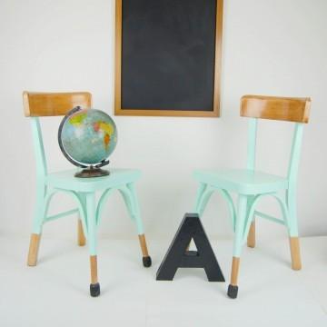 Pareja de sillas escolares