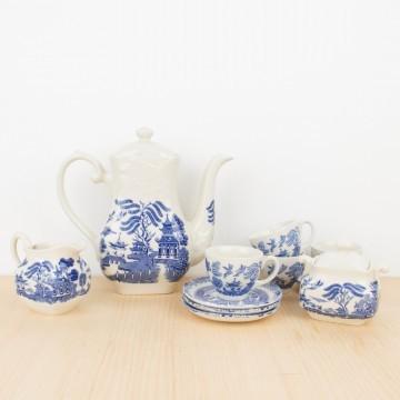 Juego de te inglés en loza blanca y azul estilo Chinoiserie