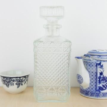 Botella de licor tallada tapón cuadrado