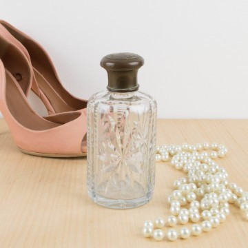 Botella de tocador de cristal tallado