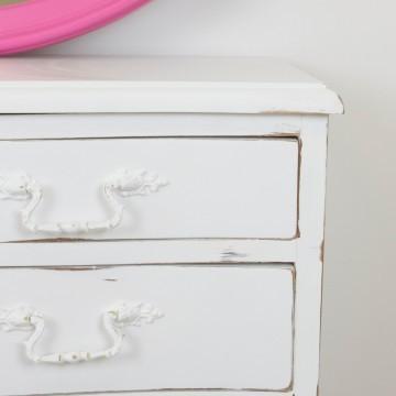 Mueble y espejo para baño infantil