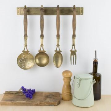 Antiguos utensilios de cocina para colgar