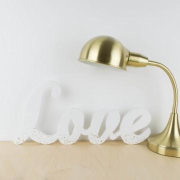 Palabra LOVE de madera, en blanco y dorado