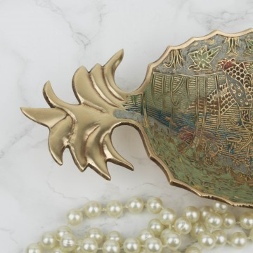 Bandeja en forma de piña con decoración