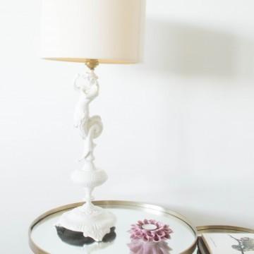 Lámpara blanca con forma de sirena