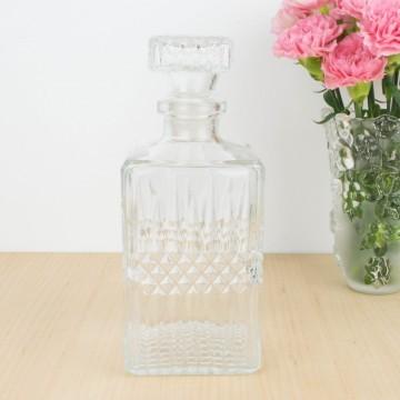 Botella de licor tallada