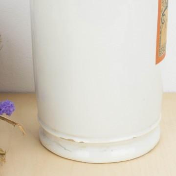 Tarro de farmacia de loza blanca