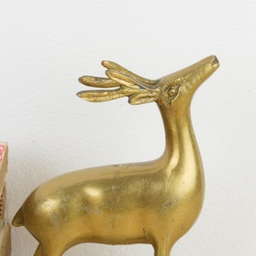 Antiguo ciervo de bronce