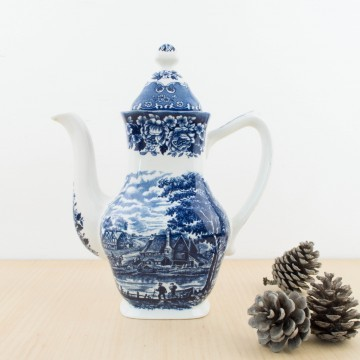 Antigua tetera inglesa de loza blanca y azul