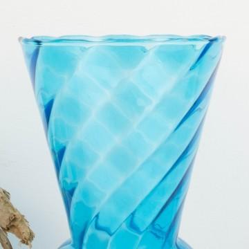 Jarrón de cristal azul