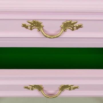 Mesilla de noche en rosa y verde
