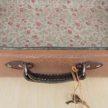 Pequeña maleta vintage de cartón