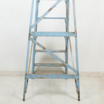 Escalera francesa de pintor azul