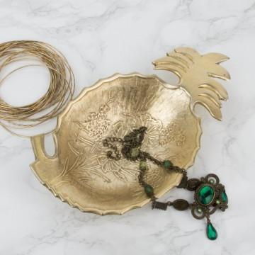 Bandeja de bronce con forma de piña