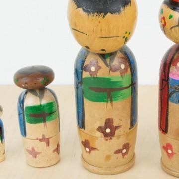Familia de kokeshis antiguas