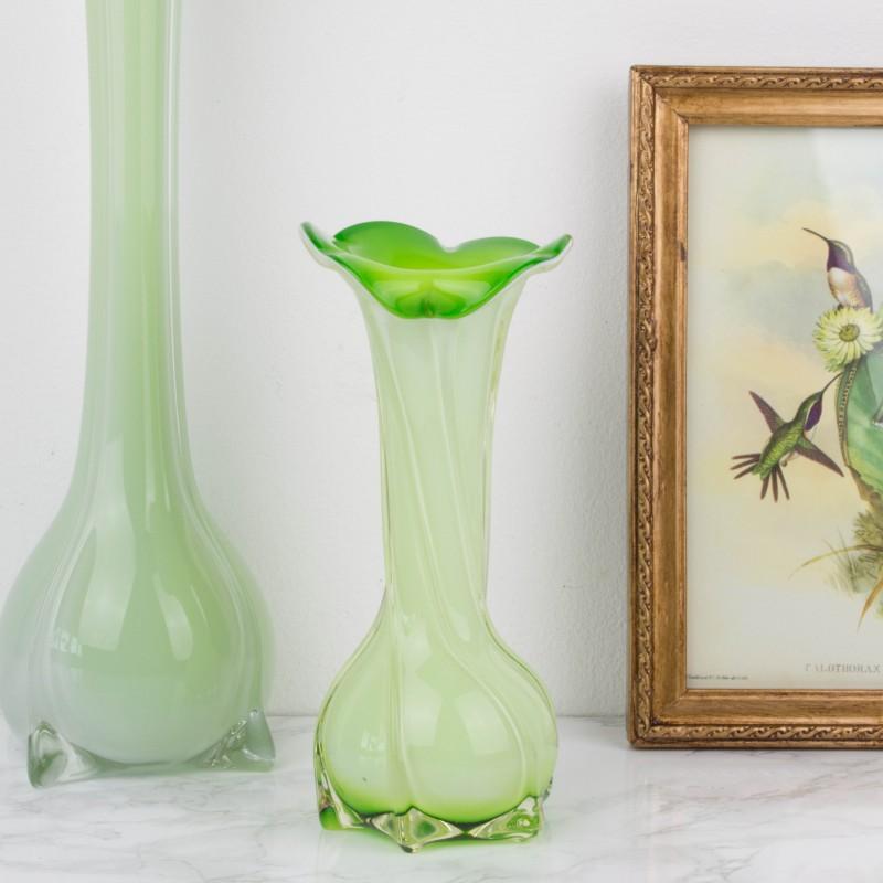 Peque o jarr n de cristal de murano verde jarrones for Jarron cristal decoracion